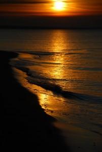 Sundawn at the Seaside by Peter Dunaskin, via  Panoramio.